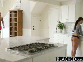 Blacked barátnő adriana chechick cheats -val egy hatalmas fekete fasz