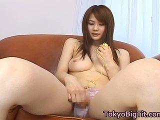 Erika kirihara 아시아의 모델 has 큰