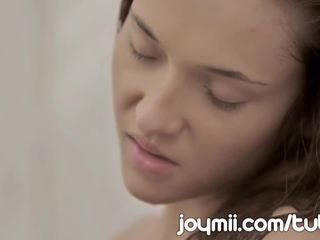 Joymii inçe young alexis brill makes love in the duş and likes it öl