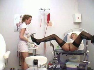 Kadın götten examining