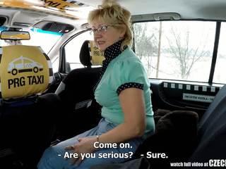 Warga czech matang si rambut perang lapar untuk taxi drivers zakar/batang: lucah 99