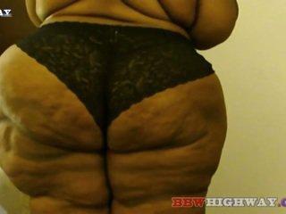 Amazon adolescente con enorme hips y trasero