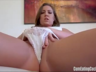 Maddy oreilly rubs 그녀의 단 채다 furiously