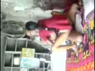 Küla unsatisfied tüdruk trying kogenud munn