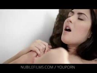 Nubile 영화 - 그녀의 화려한 여자 친구 licks 고양이 그래서 좋은