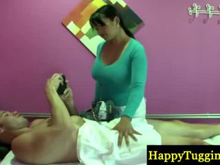リアル アジアの masseuse welcomes 顧客