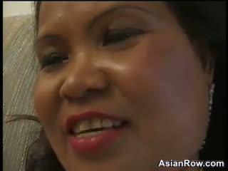 Thick og eldre asiatisk wants en svart kuk