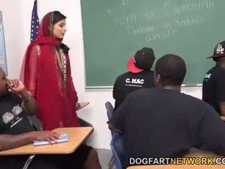 Nadia ali learns na rukojeť a bunch na černý cocks