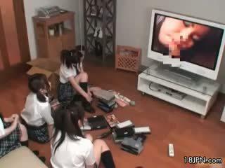 Четири сладурана японки момичета exploring техен part5