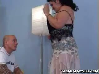 Küpsemad rasvane doing a striptease