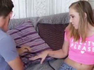 Charli slurping op haar boyfriends piemel