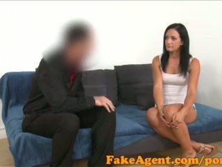 Fakeagent černý haired němec kotě wants na být a glamour modelu - porno video 441