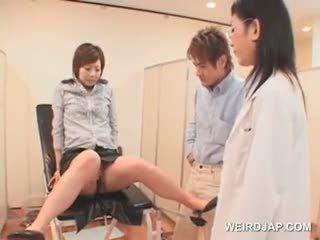 日本语 女孩 gets 满 的阴户 查 在 该 gynecologist