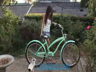 April oneil screws itu bike! ditambahkan 02 18 2010