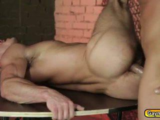 Στρατιωτικό tw-nk fucks του γκέι prisoner