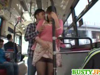 Hana haruna krūtainas sucks shlong uz autobuss