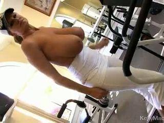 Kelly madison widens mound taking в силен хуй
