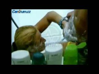 Diwasa babeh shaving young sack of dasamuka