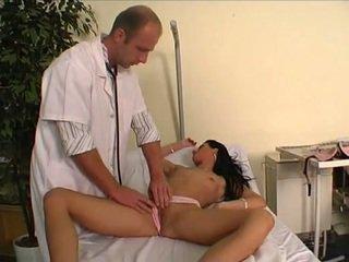 Doktor knulling hans unge pasient