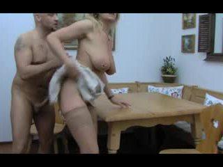 בלונדינית huge-boobs-granny אנאלי taken