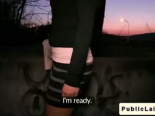 Fake agent fucks आमेचर गर्ल outdoors पर रात