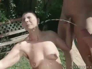 Bestemor Pissing