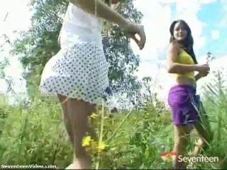 Pack of porno: rumaja girls posing outdoors