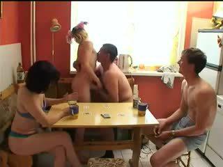 Russo swingers giocare spogliarello poker.