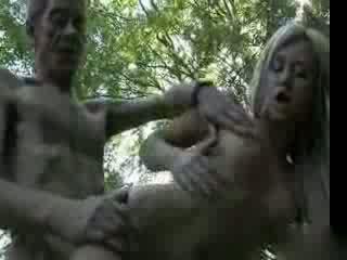 Starý otecko fucks vysoká škola dievča v the woods video