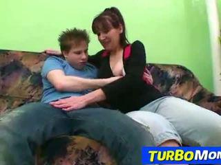 Berbulu panjang ibu rumah tangga karin seks dengan sebuah remaja laki-laki