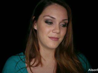 Prapa the skena intervistë me e bukur brune.