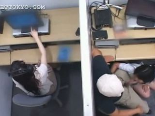 Remaja warga asia nympho jumping dan menghisap zakar/batang di kerja