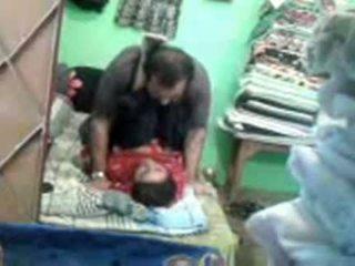 Moshë e pjekur i eksituar pakistan çift enjoying i shkurtër muslim seks session