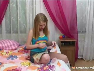 Onanering onto henne divan