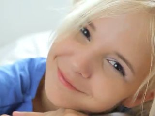 18yo блонди teasing и pose