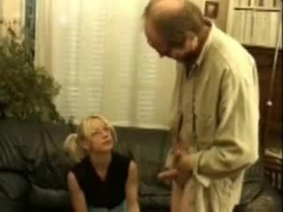 O papusa anal inpulit de ei invatatoare