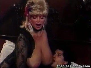 Blondīne palaistuve ar liels bumbulīši fucks guy