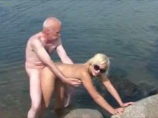 Старий людина молодий дівчинки 2