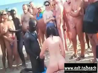膚色 黨 上 該 裸體 海灘 視頻