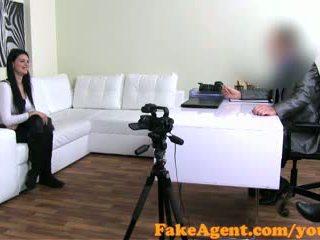 valóság, orális szex, kanapé