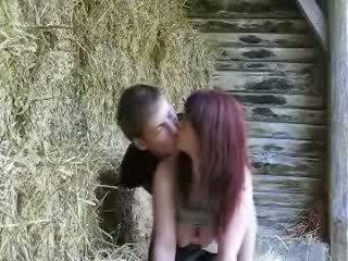 Zkurvenej v a barn zatímco táta sleeps video