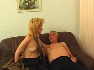 Blonde gets poilu chatte pounded