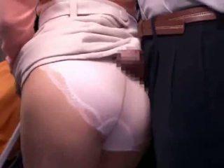 Fiatal anya reluctant nyilvános busz orgazmus