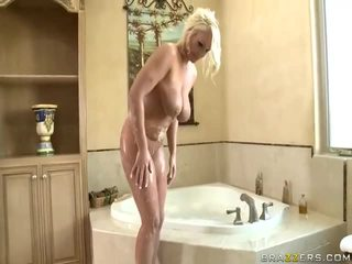 Assful Girl Gets Fucked In The Bathroom