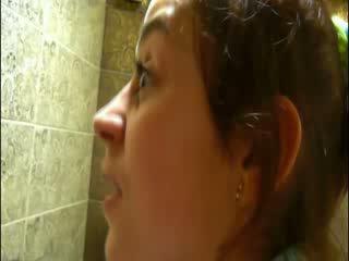 Pshurrje në disco tualet para camera
