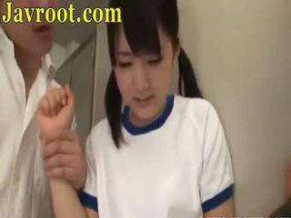 Σχολείο κορίτσι τσιμπούκι τρίο