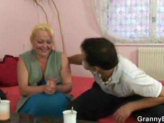 Bionda nonnina gets suo pelosa fica pounded
