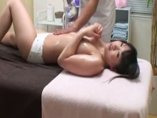 Kolej gadis reluctant syahwat oleh masseur