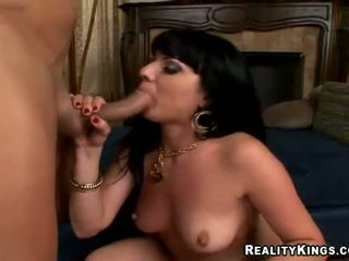 Heiß ava rose swallowing schwanz und acquires ein creamy samenerguss