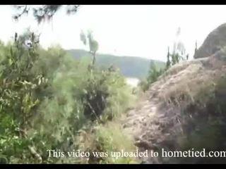 Tineri amator salbatic la dracu în timp ce mountain hiking